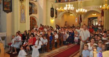 Wierni zgromadzeni w kościele parafialnym w Nowej Białej w związku z uroczystością odpustową ku czci świętej Marii Magdaleny będącej patronką kaplicy znajdującej się na terenie parafii