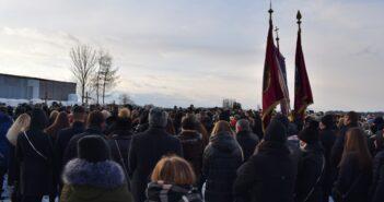 Bliscy, znajomi i mieszkańcy Nowej Białej ostatni raz pożegnali tragicznie zmarłych Bartka, Arka i Bartka, którzy zginęli w noworoczny poranek